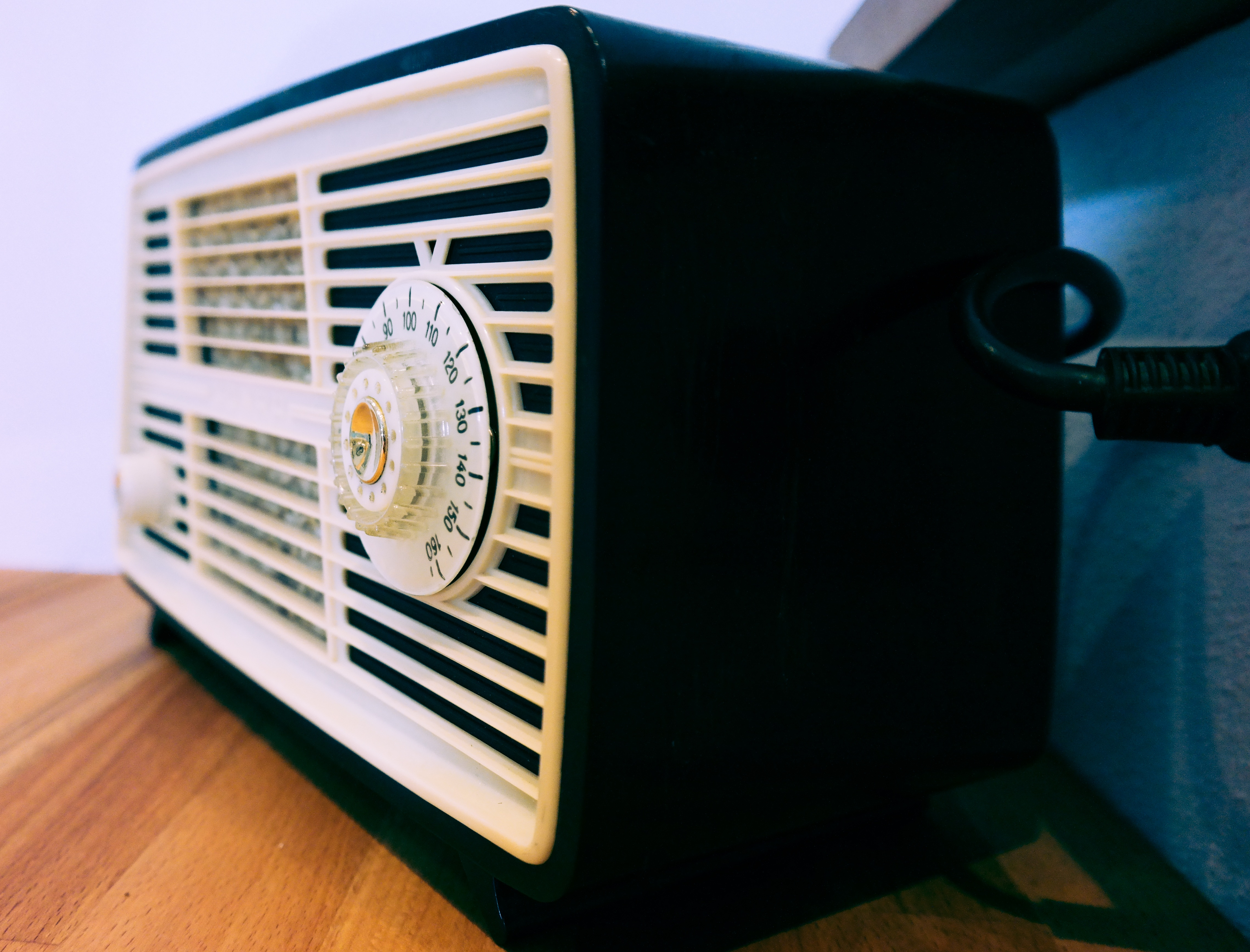 Quelle: https://pixabay.com/en/radio-retro-transistor-radio-old-543122/